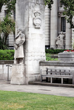 Tower Hill Memorial Statue