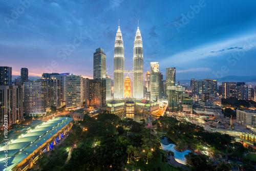Photo  Kuala Lumpur skyline and skyscraper in Kuala Lumpur, Malaysia