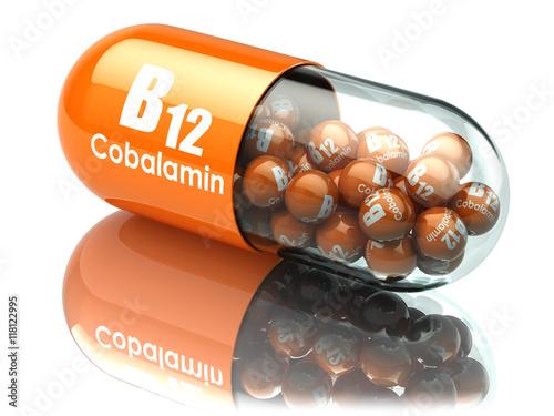 Fotografia  Vitamin B12 capsule. Pill with cobalamin. Dietary supplements.