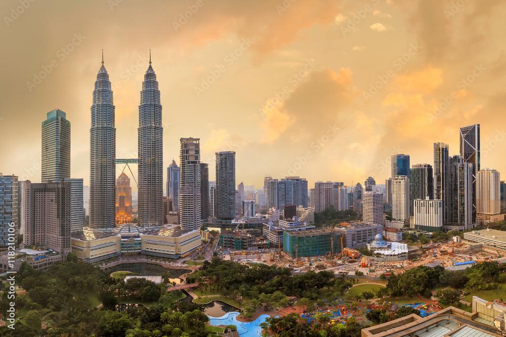 Fototapeta Kuala Lumper skyline at twilight
