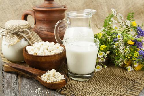 Poster de jardin Produit laitier Dairy products and flowers