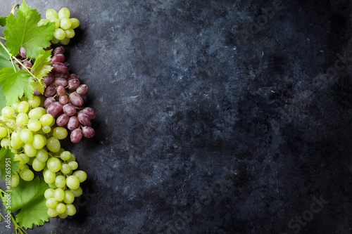 Valokuvatapetti Red and white grapes