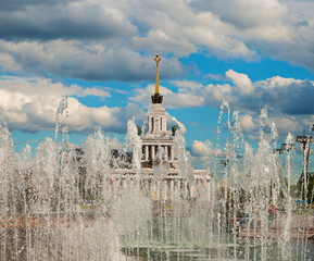 Obraz na Szkle Moskwa The fountain at the Exhibition of Economic Achievements in Moscow