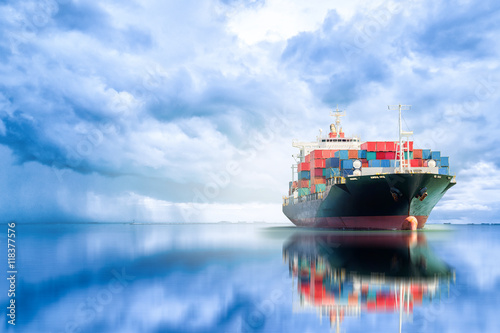 Fotografía  International Container Cargo ship in the ocean, Freight Transportation, Shippin