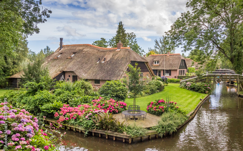 Farms with thatched roofs in Giethoorn