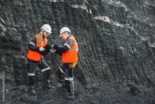 Workers with coal at open pit Slika na platnu