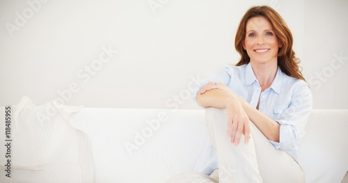 Fotografia  Smiling mature woman sitting on sofa