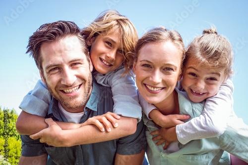 Valokuva Happy parents with their children