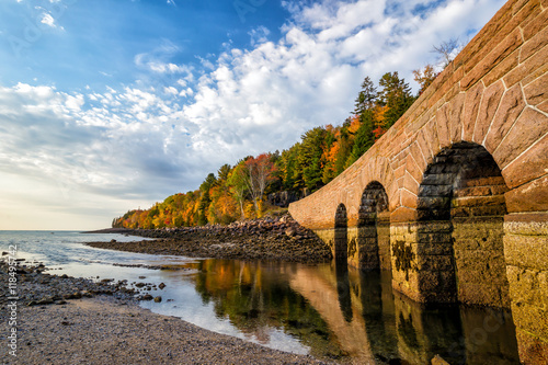 Photo Beautiful fall colors of Acadia National Park in Maine