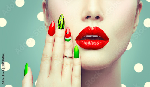 Autocollant pour porte Fashion Lips Watermelon nail art and makeup closeup over polka dots background