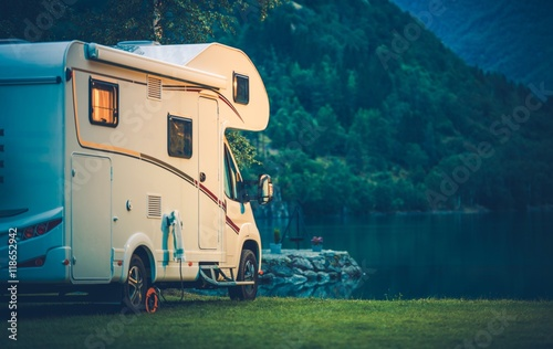 Tuinposter Kamperen Camper Camping at the Lake