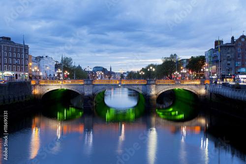 Fotografia  O'Connell Bridge in Dublin, Ireland down by the Liffey River at sunset