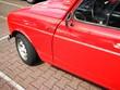 Roter französischer Kleinwagen der Siebziger und Achtziger Jahre mit fünf Türen auf einem Parkplatz in Schloss Holte-Stukenbrock in Ostwestfalen
