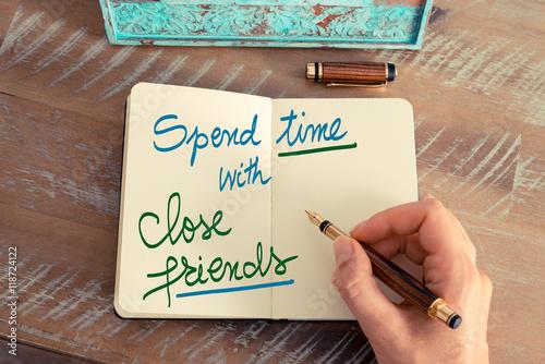 Fotografía  Handwritten text Spend Time With Close Friends