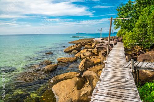 piekny-tropikalny-wyspa-plazowy-wakacje-letni