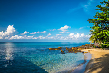 Beautiful tropical island beach summer holiday - Travel vacation concept.