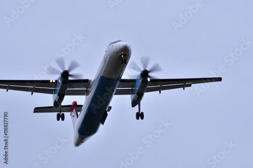 Fotografia, Obraz  Flugzeug kurz vor der Landung