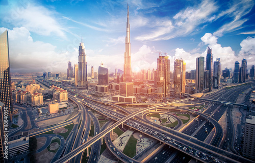 Poster Dubai Dubai skyline with beautiful city close to it's busiest highway on traffic