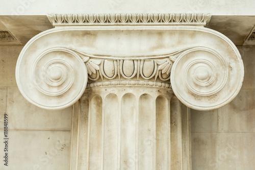 Obraz na plátně Decorative detail of an ancient Ionic column