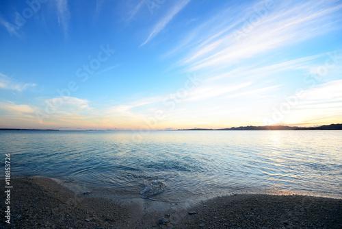 Staande foto Zee / Oceaan 夕日に輝く美しい波