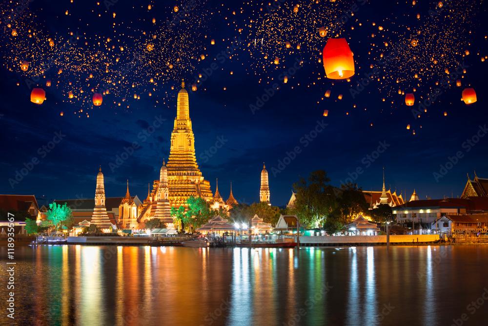 Fototapeta Wat arun with krathong lantern, Bangkok Thailand