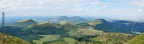 panoramique de la chaine des puy