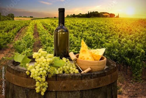 Photo sur Aluminium Vignoble Wine and vineyard in Tuscany sunset. Italy