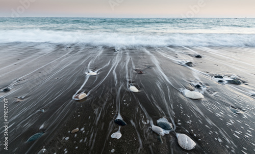 Foto op Plexiglas Stenen in het Zand Pebbles in the beach and flowing sea water