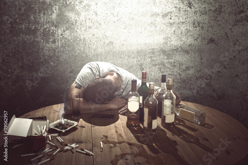 Drunk man sleeping on table Fototapet