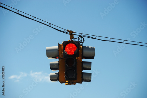 Fotografie, Obraz  red traffic light hanging against sky