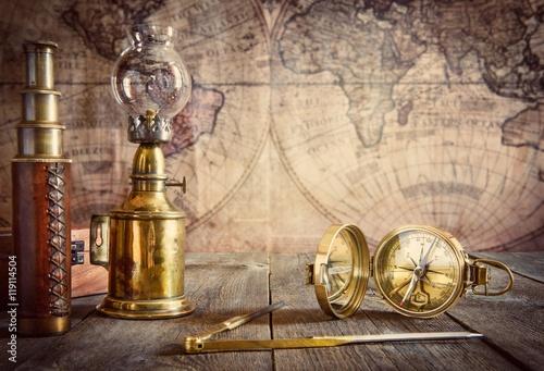 lampa-statku-kompas-rozdzielacz-i-luneta-na-drewno