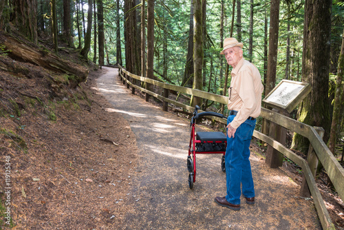Photo  Active Senior Male Patient Hiking with Walker on Wheelchair Accessible Nature Tr