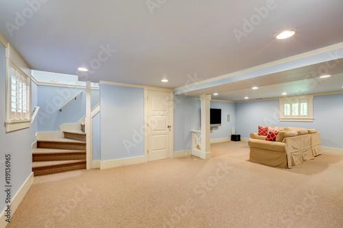 Carta da parati  Spacious basement room interior in pastel blue tones