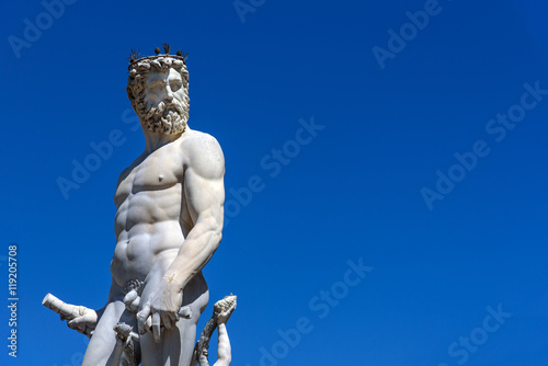 Fotografía  statue of Neptune in Florence, italy