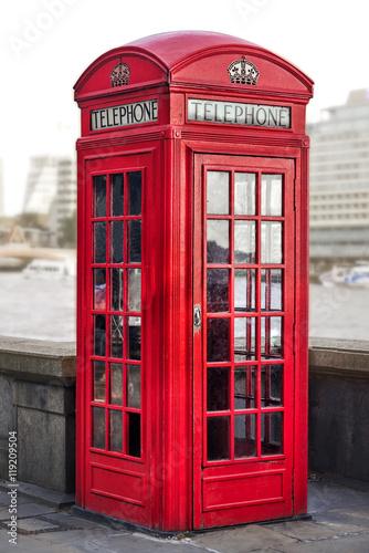 czerwona-budka-telefoniczna-w-londynie-wielka-brytania