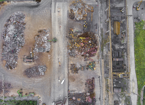 Fototapety, obrazy: Iron raw materials recycling pile, work machines. Metal waste ju