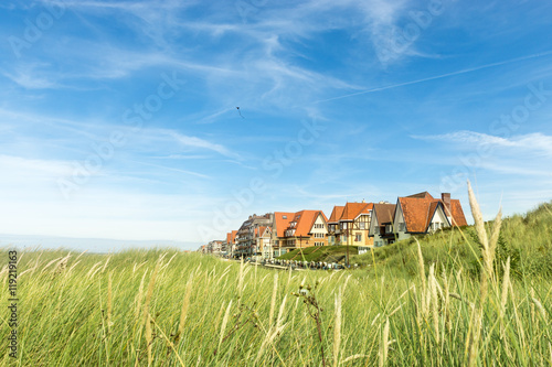 In de dag Brugge Coast line in Belgium with Dunes and typical houses.