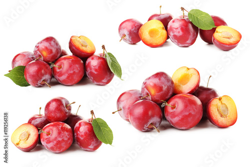 Poster Légumes frais Fresh plums isolated on a white