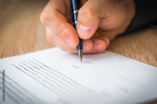 Fotografía  Businessman is signing a contract to conclude a deal