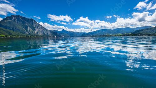 Poster Lac / Etang Traunsee, Salzkammergut, Österreich, an einem Sommertag
