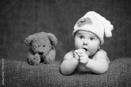 dziecko-i-przytulanka