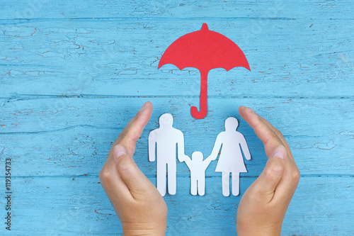 Fotografie, Obraz  Konzept Schutz und Fürsorge der Familie
