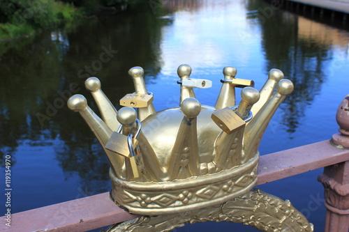 Schweden Krone An Einer Brucke Mit Schlossern Als