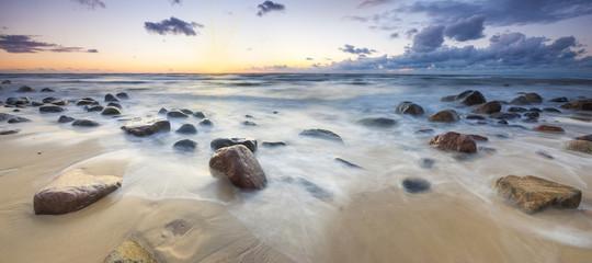 Panel Szklany Morze Zachód słońca nad bałtycką plażą,głazy piastowskie na wyspie Wolin