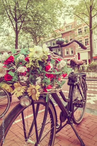 Obraz Stylizowany wizerunek holenderskiego roweru w Amsterdamie - fototapety do salonu