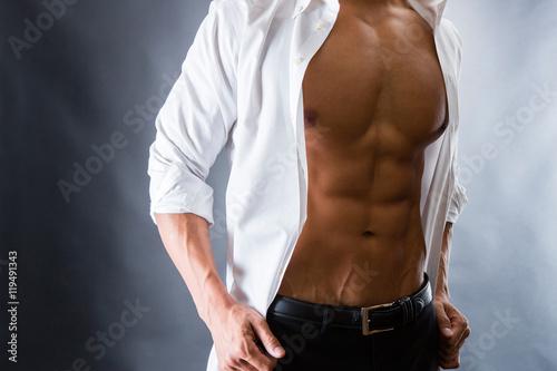 Fotografie, Obraz  割れた腹筋の男性