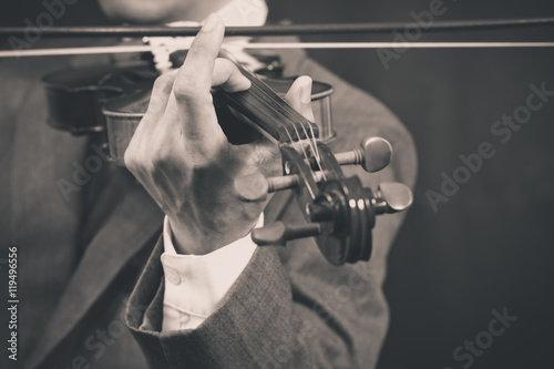 Spoed Foto op Canvas Grill / Barbecue asian male musician playing violin on dark background, bw vintage filter