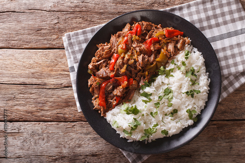 ropa vieja: beef stew in tomato sauce with vegetables and rice Fototapeta