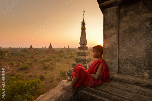 фотография The plain of Bagan on during sunrise, Mandalay, Myanmar