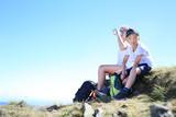 Turyści. Odpoczynek na szlaku górskiej wyprawy.